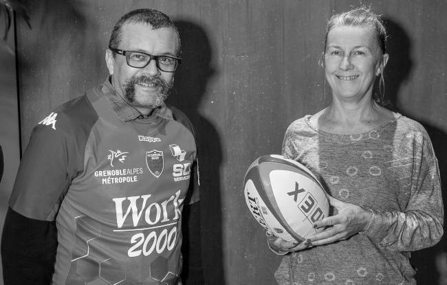 Anne Munchenbach et Didier Lebouc avec le maillot du XV des startups du FCG Grenoble Rugby - innotelos | vitamines pour l'innovation et le rugby (Grenoble)